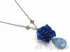 青い薔薇のネックレス